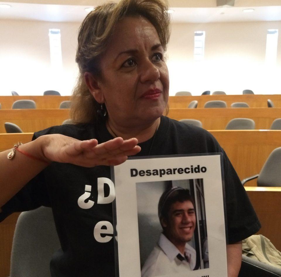 Irma Hidalgo busca a su hijo Roy, secuestrado en 2011 por un comando armado. / Paola Morales